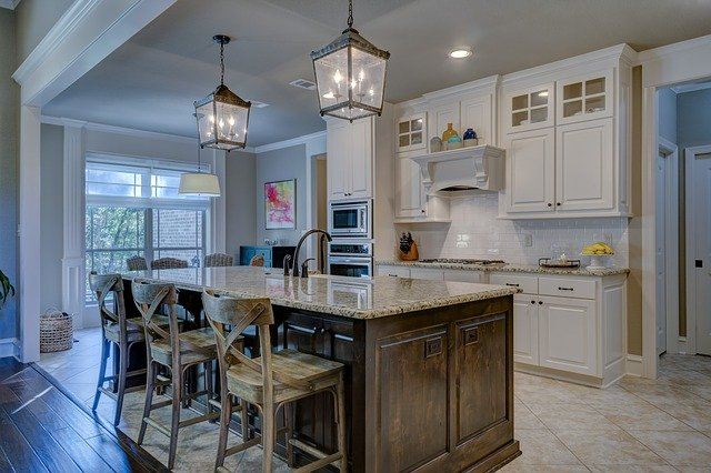 Mississauga Kitchen Reno with bright white Mississauga Cabinets and kitchen island